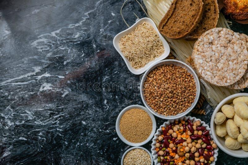Concepto libre de la dieta del gluten - selección de granos y de carbohidratos para la gente con intolerancia del gluten fotografía de archivo libre de regalías