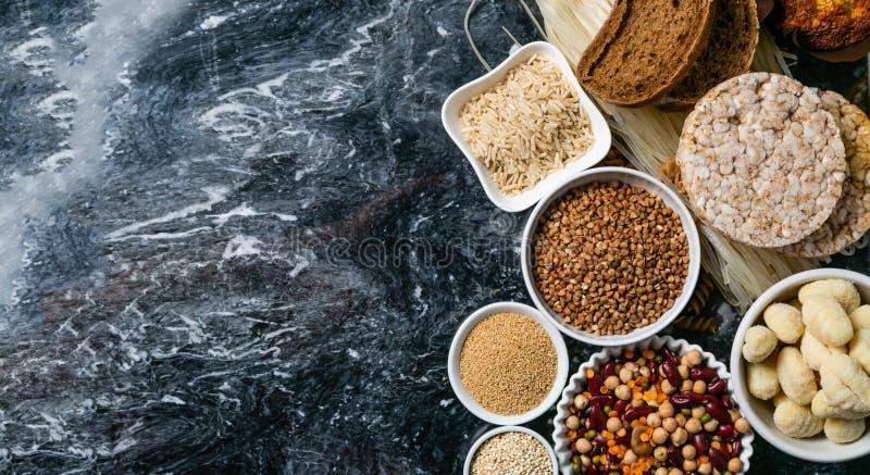 Concepto libre de la dieta del gluten - selección de granos y de carbohidratos para la gente con intolerancia del gluten imagen de archivo