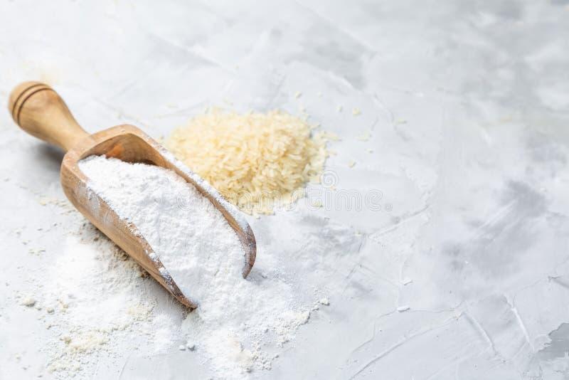 Concepto libre del gluten - harina de arroz imagenes de archivo