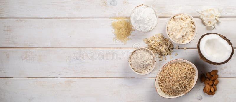 Concepto libre del gluten - selección de harinas y de ingredientes alternativos imagen de archivo