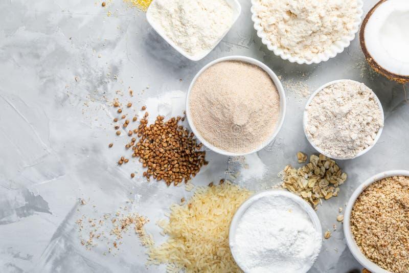 Concepto libre del gluten - selección de harinas y de ingredientes alternativos fotografía de archivo libre de regalías