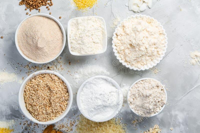 Concepto libre del gluten - selección de harinas y de ingredientes alternativos imágenes de archivo libres de regalías