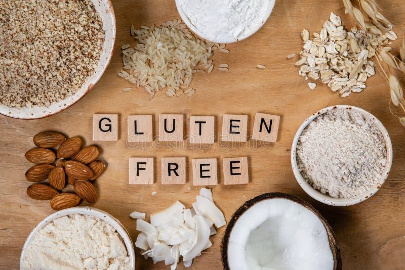 Concepto libre del gluten - selección de harinas y de ingredientes alternativos foto de archivo libre de regalías