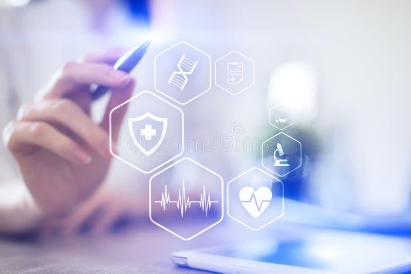 Concepto MÉDICO Protección sanitaria Tecnología moderna en medicina imagenes de archivo