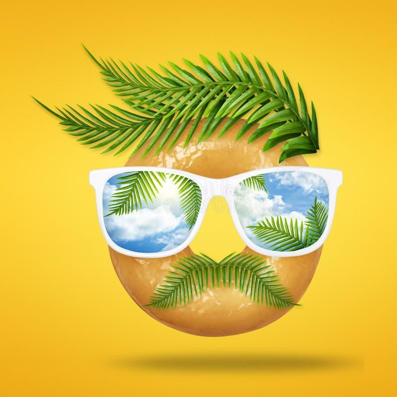 Concepto mínimo del verano de cara del hombre del inconformista hecha del buñuelo sabroso con las gafas de sol, palma tropical ve ilustración del vector