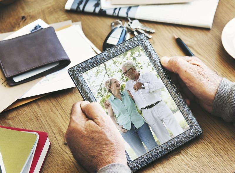 Concepto mayor del marco de la foto de las memorias de la foto de los pares foto de archivo libre de regalías