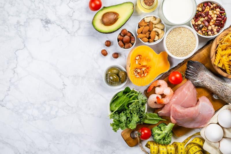 Concepto mediterráneo de la dieta - carne, pescado, frutas y verduras imagen de archivo