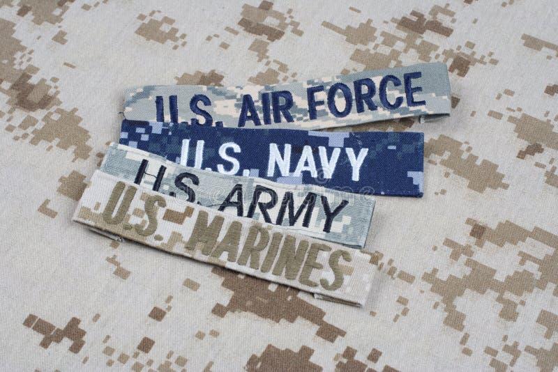 Concepto MILITAR de los E.E.U.U. con las cintas de la rama en el uniforme del camuflaje fotos de archivo libres de regalías