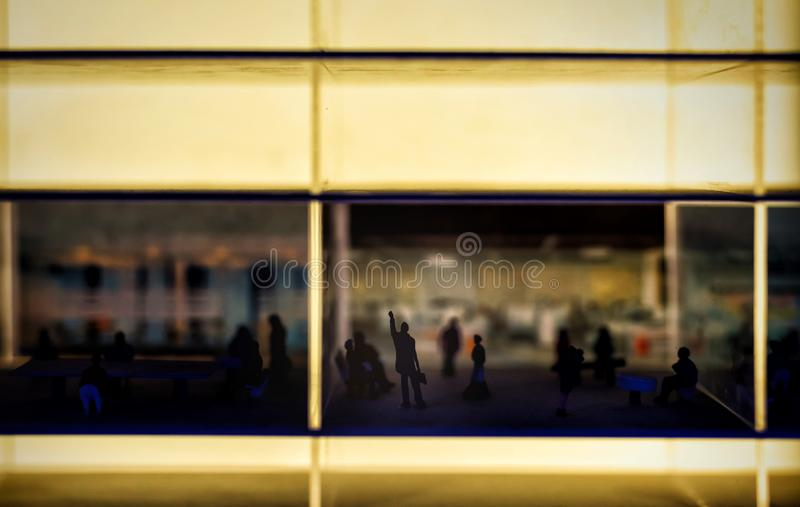 concepto miniatura del negocio de hombre de negocios del éxito en oficina imagen de archivo