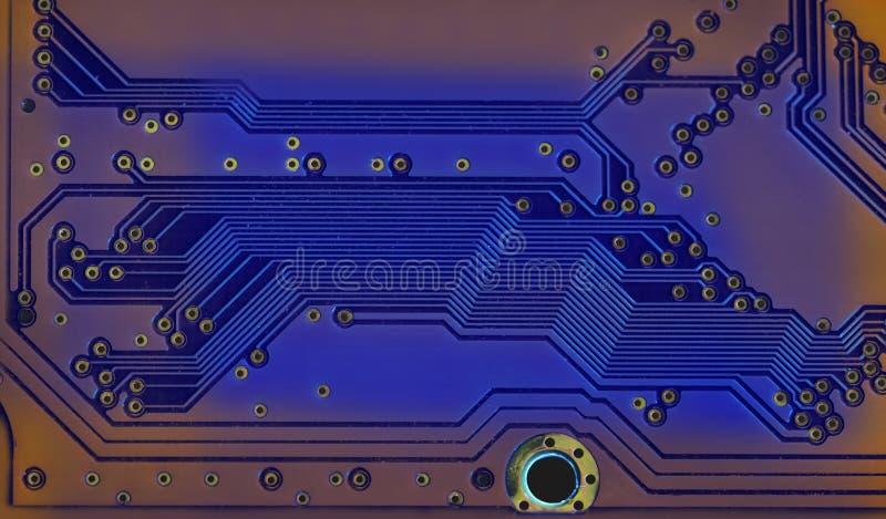 Concepto moderno de la tecnología de hardware del estilo con la placa de circuito azul Trayectorias que sueldan y rastro del micr fotos de archivo libres de regalías