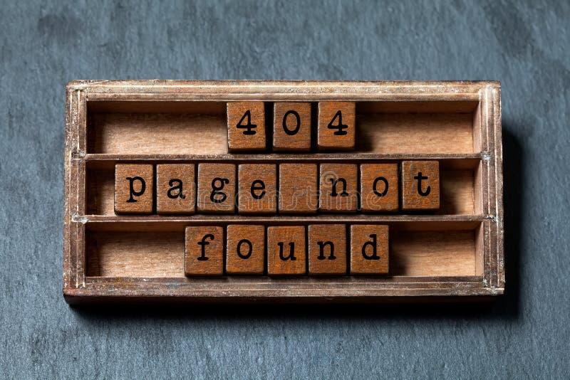 Concepto no encontrado de la página del error 404 Caja del vintage, cubos de madera con las letras del viejo estilo Fondo texturi foto de archivo libre de regalías