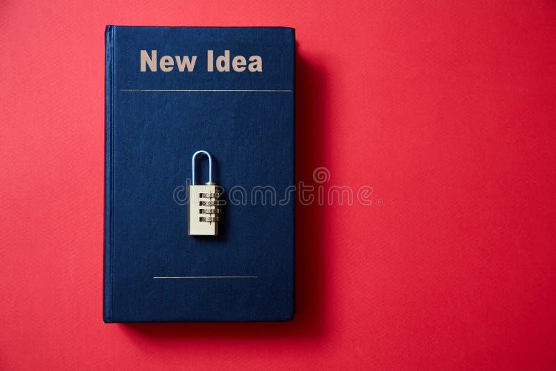 Concepto para los derechos reservados, patente o propiedad intelectual y protección de la idea La cerradura con el código que mie foto de archivo libre de regalías