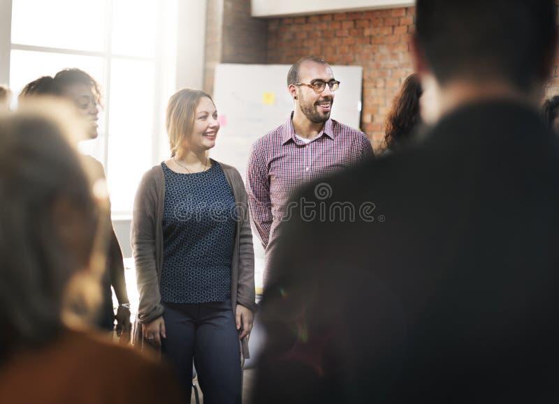 Concepto que habla de trabajo de la reunión del equipo del negocio fotografía de archivo