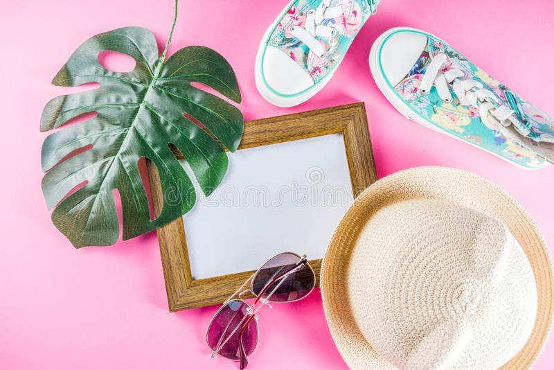 Concepto que hace compras de la venta del verano imagenes de archivo