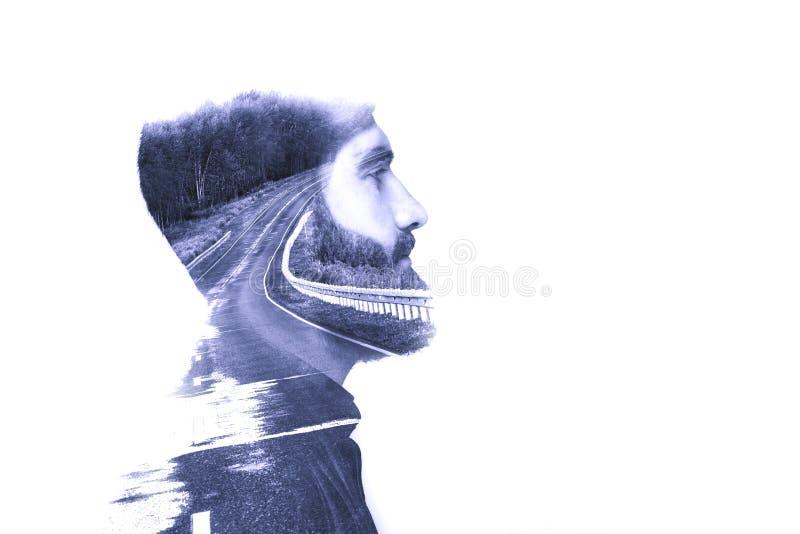 Concepto, representando viaje Imagen creada usando exposiciones múltiples Retrato blanco y negro de un hombre joven y de una a ba fotos de archivo