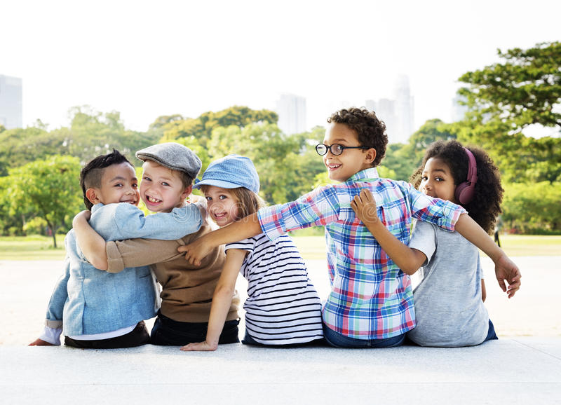 Concepto retro de la unidad de la felicidad juguetona de los niños de la diversión de los niños imagen de archivo libre de regalías