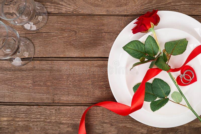 Concepto romántico de la cena Fondo del día de San Valentín o de la oferta imagen de archivo libre de regalías