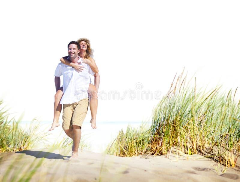 Concepto romántico de la isla del amor de la playa de los pares fotografía de archivo