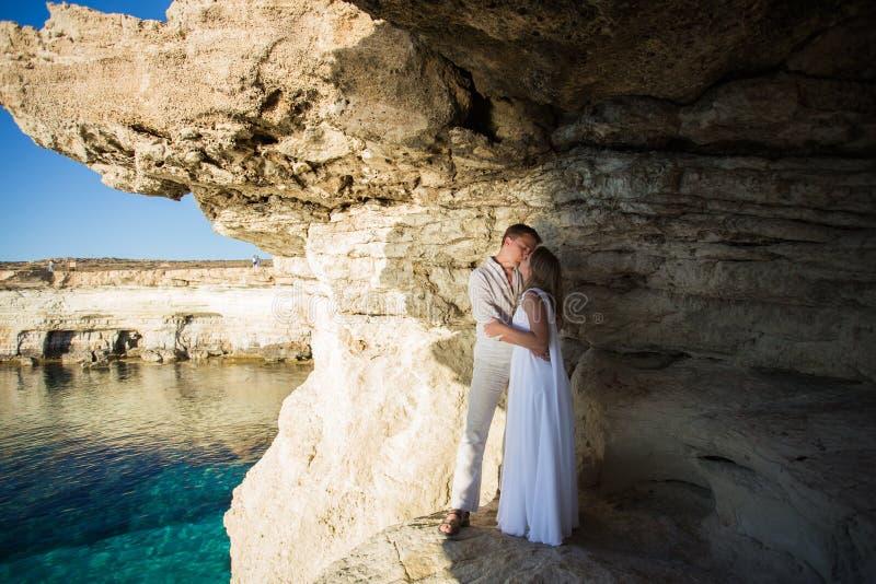 Concepto romántico de la unidad de la playa del amor de los pares fotografía de archivo libre de regalías