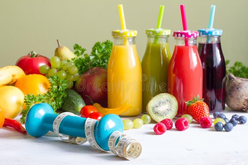 Concepto sano de la aptitud de la comida del estilo de vida de las frutas y verduras frescas fotografía de archivo libre de regalías