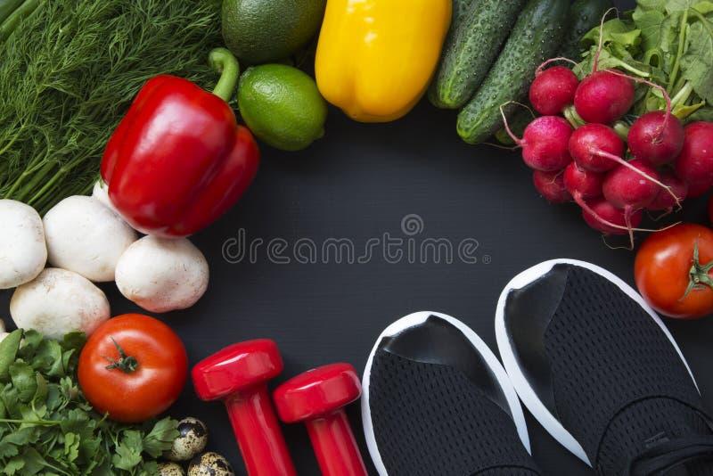 Concepto sano del alimento Fondo sano de la comida con las verduras frescas y los ingredientes para cocinar Visión superior fotos de archivo