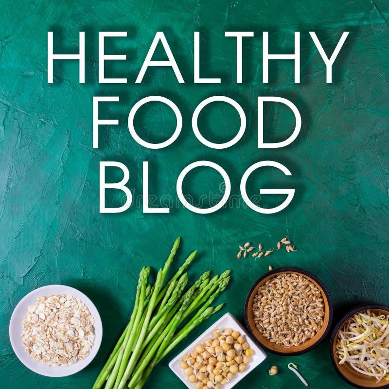 Concepto sano del blog de la comida Espárrago, brotes de haba, germen de trigo, guisantes, semillas del chia, harina de avena en  fotografía de archivo libre de regalías