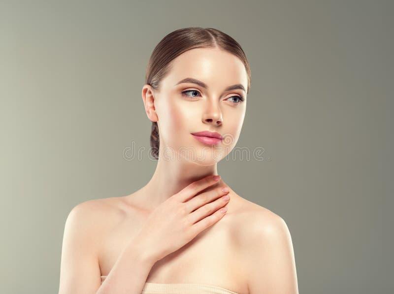 Concepto sano del cuidado de piel de la belleza del retrato de la mujer del maquillaje de Naturzl fotografía de archivo libre de regalías