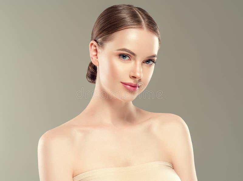 Concepto sano del cuidado de piel de la belleza del retrato de la mujer del maquillaje de Naturzl imagenes de archivo