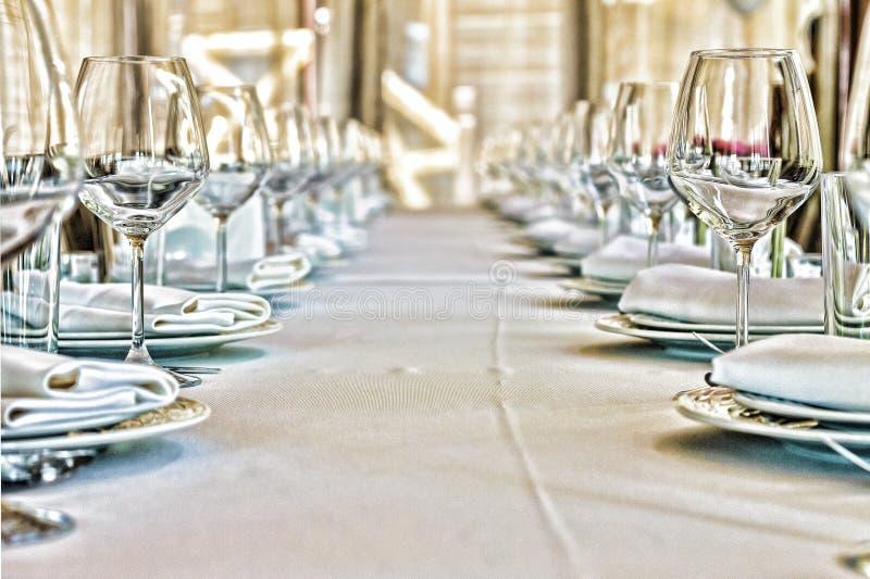 Concepto: Servicio Pasillo del banquete, restaurante, celebración aniversario boda Ciérrese para arriba, copie el espacio fotos de archivo libres de regalías