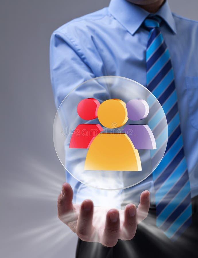 Concepto social del establecimiento de una red con la esfera de cristal y el icono colorido fotografía de archivo libre de regalías