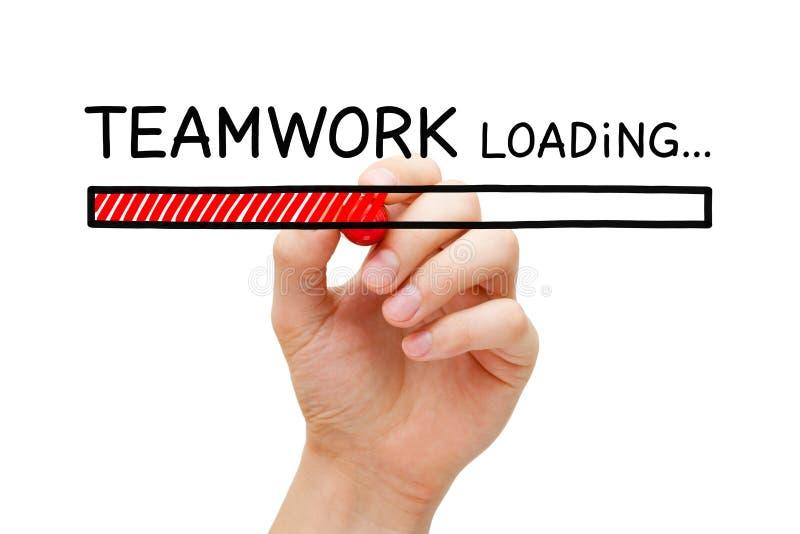 Concepto Team Building de la barra de cargamento del trabajo en equipo imagenes de archivo