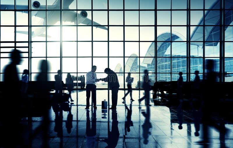 Concepto terminal del aeropuerto de Communter del apretón de manos del viaje de negocios foto de archivo libre de regalías