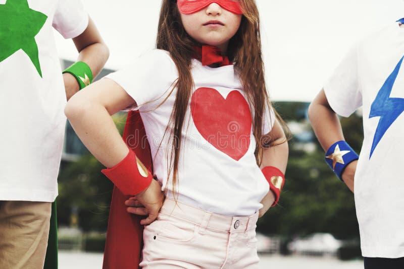 Concepto valiente de la imaginación de la muchacha del muchacho del super héroe fotografía de archivo libre de regalías