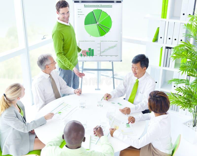 Concepto verde de la oficina de la reunión de negocios fotos de archivo libres de regalías