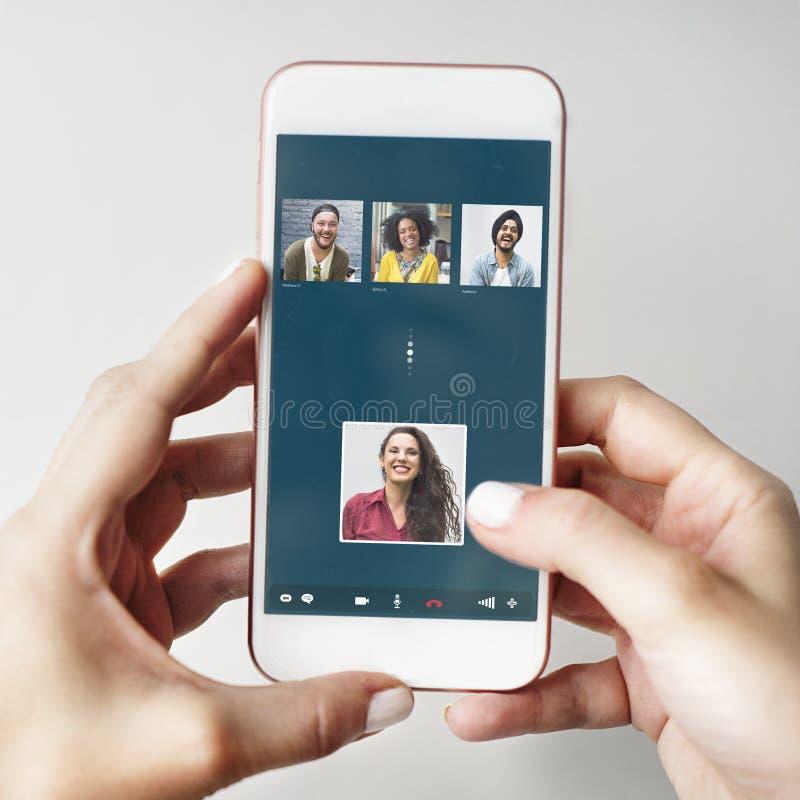 Concepto video de la conexión de la charla de los amigos del grupo imagenes de archivo