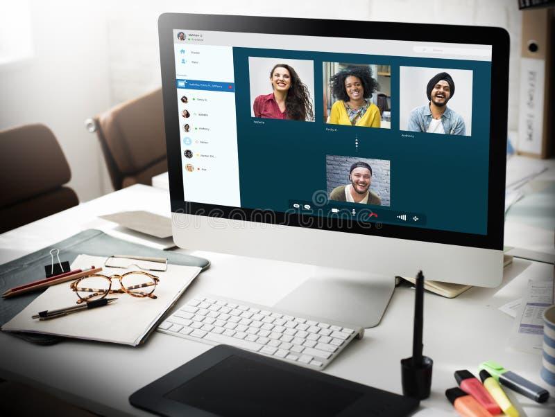 Concepto video de la conexión de la charla de los amigos del grupo imagen de archivo libre de regalías