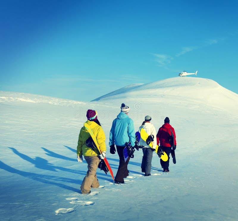 Conceptos del invierno de la reconstrucción del deporte de los Snowboarders fotos de archivo