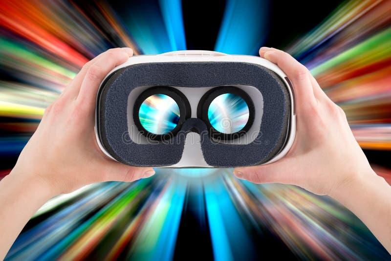 Conceptos virtuales de las auriculares de las gafas de los vidrios del vr foto de archivo