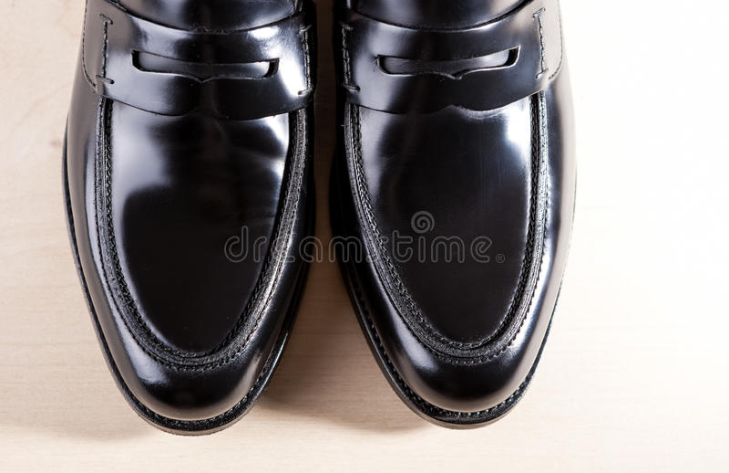 Concepts de chaussures Paires de vrai Blac en cuir à la mode élégant photo stock