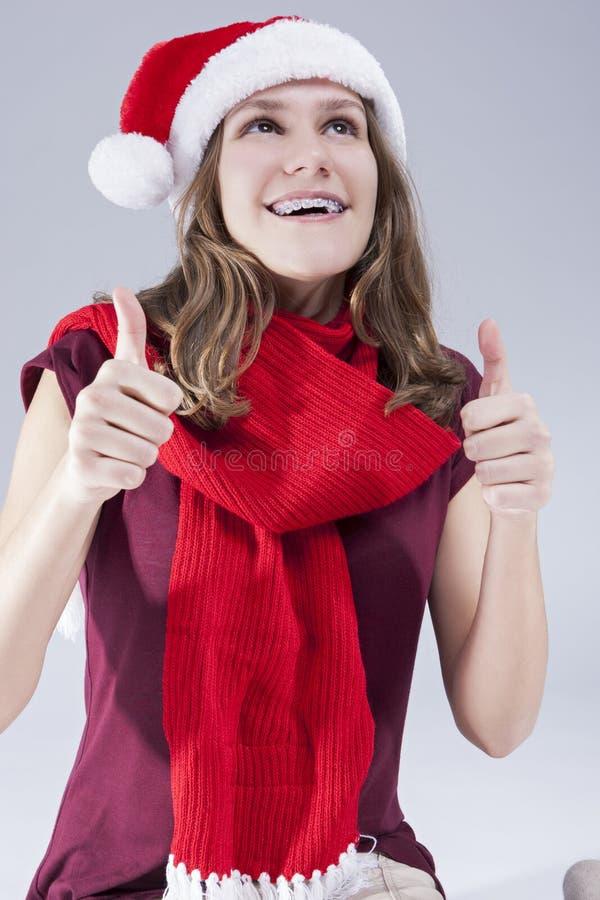 Concepts dentaires de traitement Adolescent caucasien de sourire heureux en Santa Hat With Teeth Brackets images libres de droits