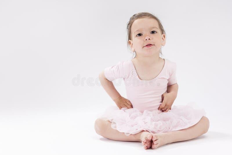 Concepts et idées d'enfants Portrait de petite fille caucasienne mignonne image stock