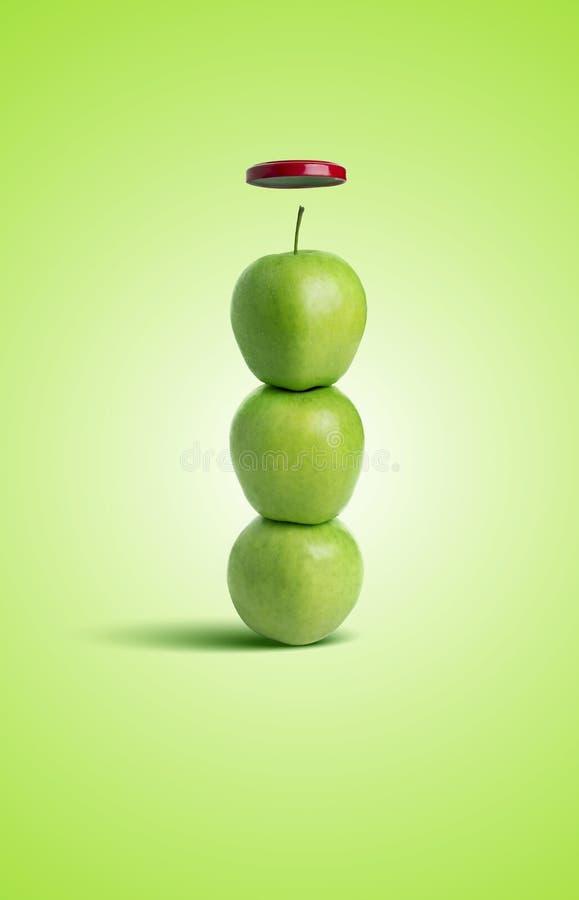 Conceptueel die Beeld van Appelen in een Flessenvorm worden geschikt royalty-vrije stock afbeeldingen