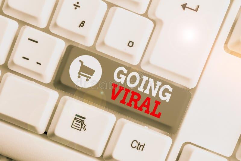 Conceptueel schrijven met Going Viral Zakelijke foto die iets laat zien dat zich snel verspreidt via een royalty-vrije stock afbeelding