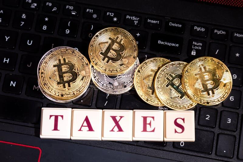 Conceptuele cryptocurrency bitcoin op computertoetsenbord met woord royalty-vrije stock foto