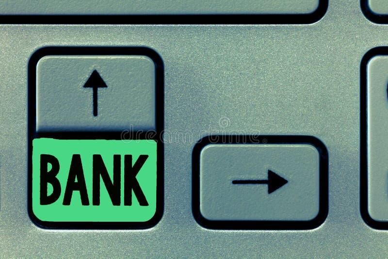 Conceptuele hand die tonend Bank schrijven Bedrijfsfototekst een organisatie waar de mensen en de ondernemingen borrow kunnen inv stock afbeelding