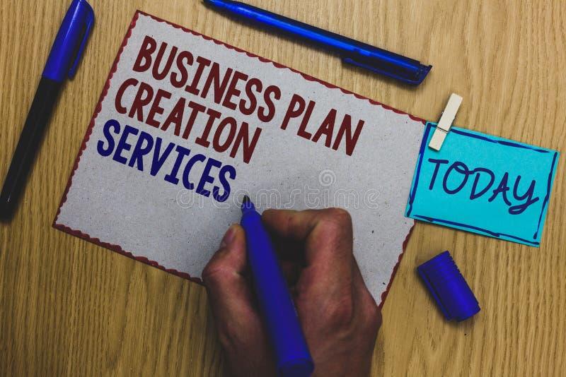 Conceptuele hand die tonend de de Verwezenlijkingsdiensten van het Businessplan schrijven Bedrijfsfototekst die voor beroeps beta stock afbeeldingen