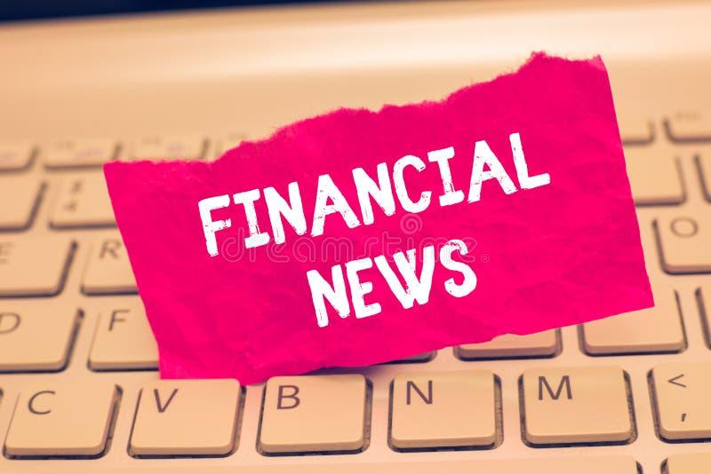 Conceptuele hand die tonend Financieel Nieuws schrijven Het Fondsbeheer van het de Investeringsbankwezen van de bedrijfsfototekst royalty-vrije stock afbeeldingen