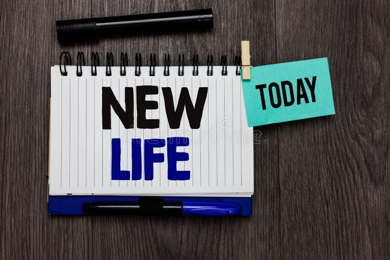 Conceptuele hand die tonend het Nieuwe Leven schrijven Het begin van de bedrijfsfototekst van verandering het bestaand van een in stock fotografie