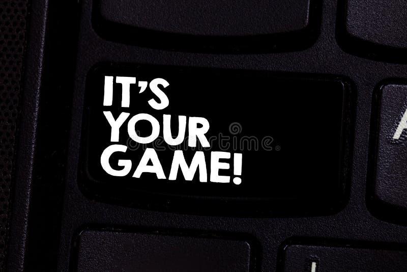 Conceptuele hand die tonend het S Uw Spel schrijven De bedrijfsfototekst u is uw eigen strategieën van plan om succes te verkrijg stock foto's