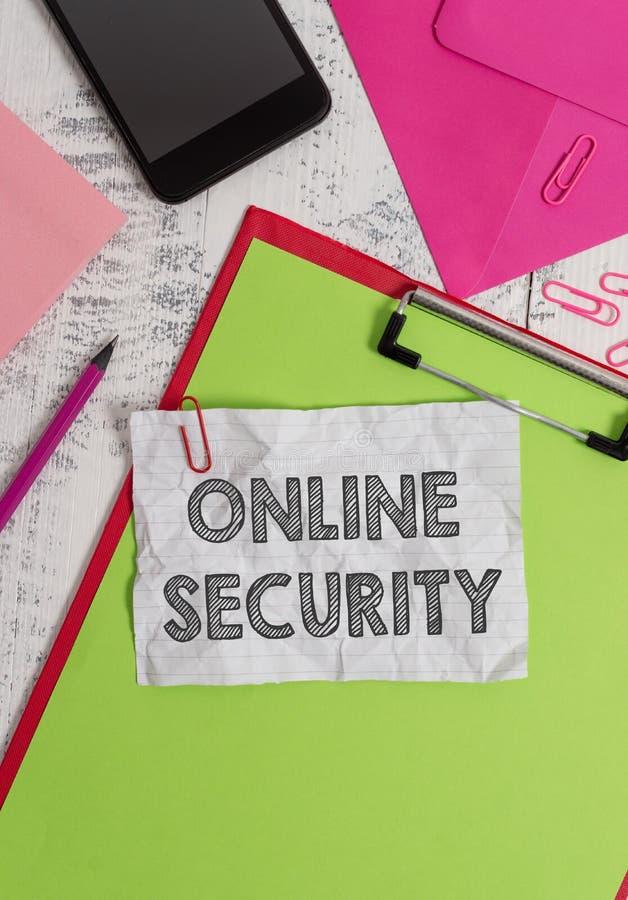 Conceptuele hand die tonend Online Veiligheid schrijven Bedrijfsfoto demonstratieregels tegen aanvallen over te beschermen stock fotografie